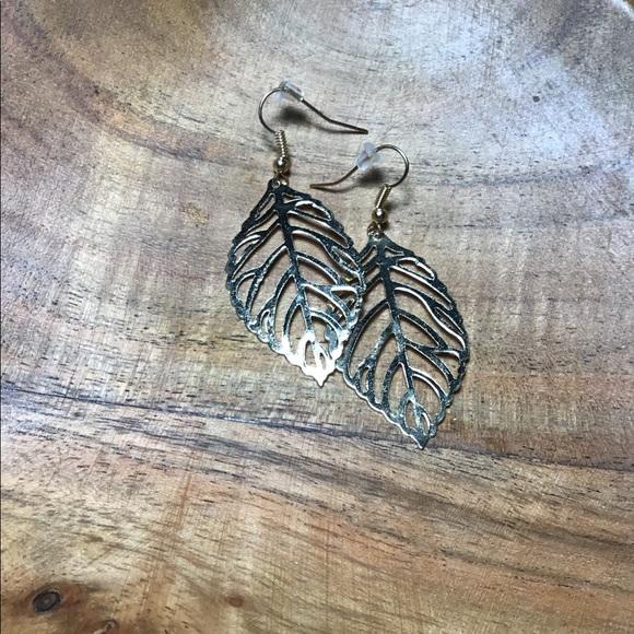 Jewelry - Leaf earring